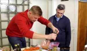Ведущий шоу «Просто кухня» на СТС накормил архангельских метеорологов