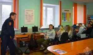 В Архангельской области офицеры вневедомственной охраны рассказали студентам о службе в Росгвардии
