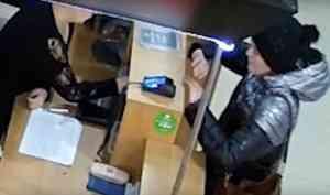Архангелогородку, которую подозревают в покупках по чужой карте, засняли камеры видеонаблюдения