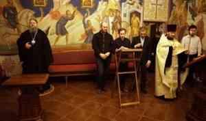 Митрополит Корнилий помолился за царскими часами в храме архиерейского подворья