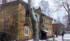 В Архангельске при пожаре в деревянном доме погибли два человека