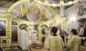 Митрополит Корнилий совершил Литургию в навечерие праздника Богоявления