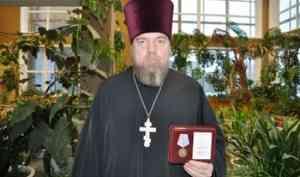 Священник Антоний Власов награжден медалью зенитного ракетного полка Северного флота