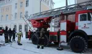 Спасатели провели в САФУ показательные пожарно-тактические учения