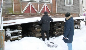 ОНФ призывает власти Архангельска отремонтировать печь в аварийной деревяшке