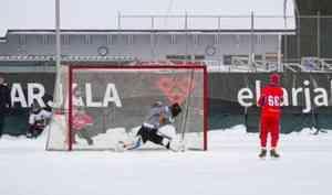 Сборная России похоккею смячом уступила команде Финляндии на«Турнире трёх наций»