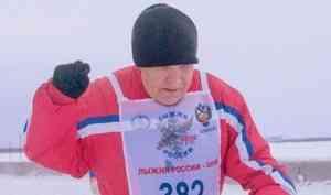 78-летний новодвинец пробежал международный марафон «Дорога жизни» вПетербурге