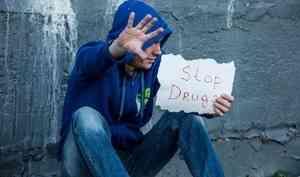 В Архангельске мужчина предлагал прохожим наркотики