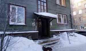 Пытались реанимировать 40 минут: в Архангельске во время пожара в деревянном доме погибла женщина
