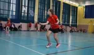 В Архангельске стартовал турнир по бадминтону