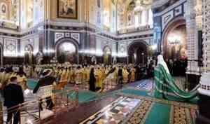 Митрополит Корнилий сослужил Патриарху Кириллу в годовщину интронизации Предстоятеля