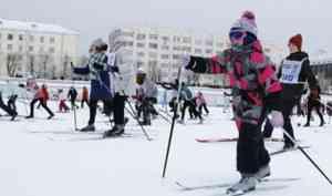 «Культурные, воспитанные и упитанные»: смотрим видео, как Архангельск стартует на «Лыжне России»