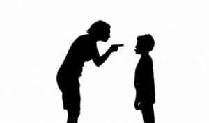 Бывший воспитатель детсада из Новодвинска обвиняется в жестком обращении с детьми