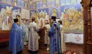 Митрополит Корнилий совершил всенощное бдение в канун праздника иконы Божией Матери «Взыскание погибших»