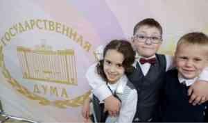 Депутаты Госдумы приняли закон о бесплатном горячем питании для учеников начальных классов