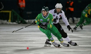 Хоккей под дождем: кемеровский «Кузбасс» уступил архангельскому «Воднику» на чемпионате России