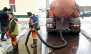В Архангельске на борьбу с подтоплением тротуаров вышли 4 илососа
