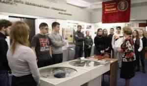 Накануне Дня защитника Отечества офицеры СОБР Росгвардии рассказали архангельским школьникам о своем подразделении