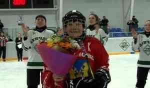 Уникальный хоккейный матч сучастием команд пенсионерок состоялся вУстьянах