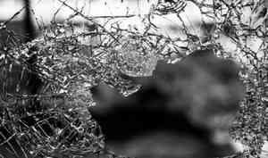 Житель Плесецкого района получил год колонии зато, что влез вокно кбывшей инапал нанеё