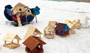 Осуждённые в колониях Поморья сделали кормушки для птиц