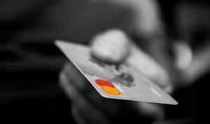 Житель Мирного месяц пользовался кредитной картой своего умершего друга