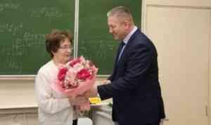 Верность профессии: ровно 50 лет проработала в архангельской гимназии №6 педагог Надежда Мартынова