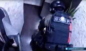 Видео: вКотласе бойцы СОБРа задержали подозреваемых вмошенничестве снедвижимостью