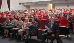 Решая кадровый вопрос: ярмарка вакансий педагогических кадров проходит в Архангельске