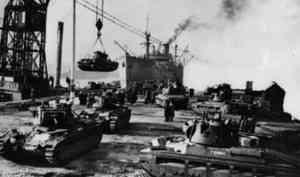 Фронтовой инстаграм: «Вот так страны-союзники отправляли по воде в Архангельск танки и самолёты»