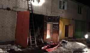 В Северодвинске ночью горели гаражи лодочной станции