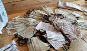 Жители Кенозерья сшили 400 масок для социальных работников и пожилых соседей
