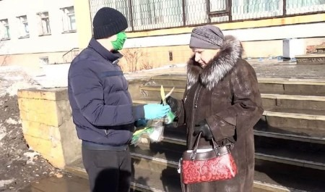 ВСеверодвинске сегодня раздавали медицинские маски