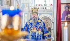 Митрополит Корнилий в праздник Похвалы Пресвятой Богородицы совершил Литургию в Успенском храме Архангельска