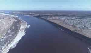 На Малой Северной Двине по главному руслу возле Котласа сохраняется ледоставная перемычка