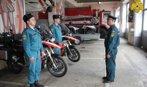Пожарную обстановку в Курской области контролируют мотогруппы МЧС России (видео)