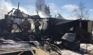 В Коряжме сын спас мать из горящего дома