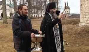 Каргополь в безопасности: местные священники провели крестный ход против COVID-19