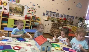 Более 170 детей посещают дежурные группы в детсадах