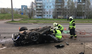 В ДТП в Архангельске погиб 33-летний мужчина. Его машина врезалась в фонарный столб