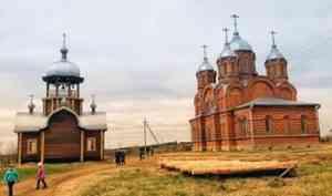Первую Литургию совершили в новом храме в пинежской деревне Шотова Гора