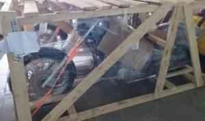 В Архангельск из Владивостока по почте доставили два мотоцикла
