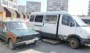 Общественники попросили чиновников освободить парковку у «Диеты» в Архангельске от автохлама