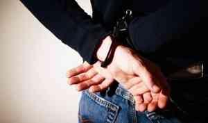 В Архангельске задержали мужчину со свёртком наркотиков