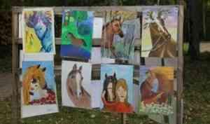 «Малые Корелы» приглашает детей на конкурс «Штрихи к портрету лошади»