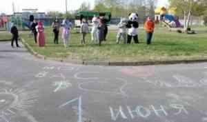 В Новодвинске особенных ребят с Днем защиты детей поздравили герои сказок