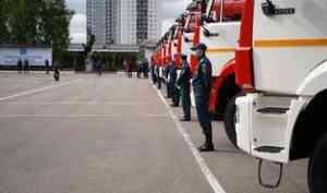 1 июня на вооружение пожарных и спасателей Ленинградской области поступило более 30 единиц современных образцов пожарно-спасательной техники