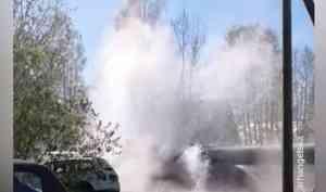 Видео настоящего фонтана наулице Дачной вАрхангельске появилось сегодня всоцсетях