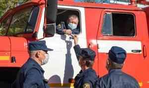 «Очень хорошая техника. Насегодняшний день лучше нет»: спасатели региона получили новые пожарные машины