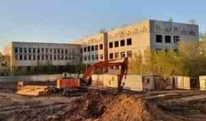 Недостроенную школу на улице Первомайской в Архангельске снесут и построят новую